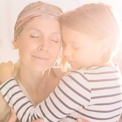 400-hugging-mother-and-child-PUYXED5